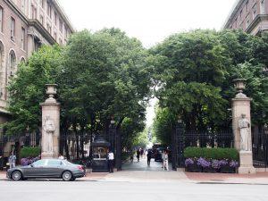 コロンビア大学正門
