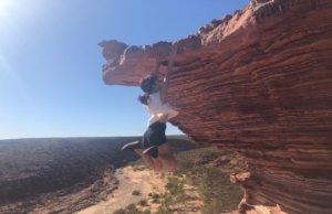 崖から落ちる写真